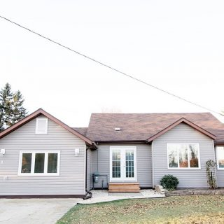 𝔽 𝕆 ℝ 𝕊 𝔸 𝕃 𝔼 9 4th Avenue NW, Carman This updated one level home features 2 bedrooms, 1 bathroom and is ready to move in & enjoy!