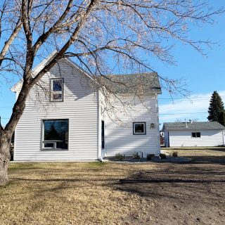 FOR RENT! 231 2nd Street SE,Carman 1 1/2 storey home Approx 1300 sq ft 3 bedrooms 1.5 bathrooms Available January 1st CONTACT 204-750-2568 by phone or text!