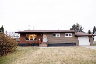 12 Park Place, Carman This home is ready to move in & enjoy! View the full listing here -> https://tinyurl.com/y4tgs93v