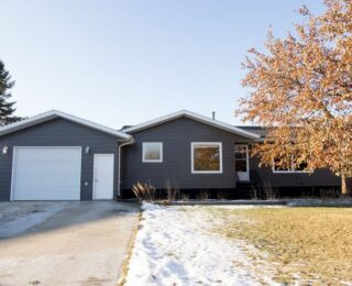 20 Burnett Bay $295,000 Great family home in the heart of Carman. Check out the listing & virtual tour on our website! #sellingsafely