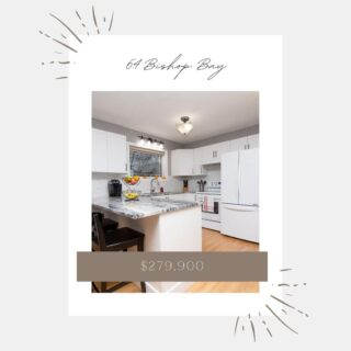 This crisp, bright, open kitchen is perfect for including the whole family in the heart of your home ♥️ Listing details -> https://tinyurl.com/y2w9gesj